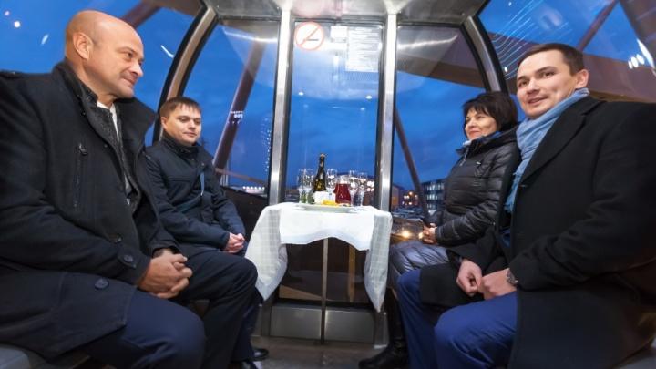 14 минут в одной кабинке: чиновники прокатились на новом колесе обозрения возле ТРК «Горки»