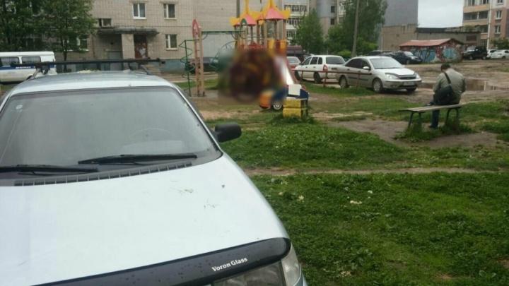 Стало известно, кто покончил с собой на детской площадке в Ярославле