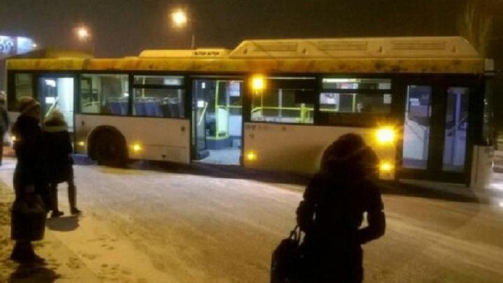 Дрифтер за рулем автобуса перекрыл дорогу в Кировском районе Волгограда