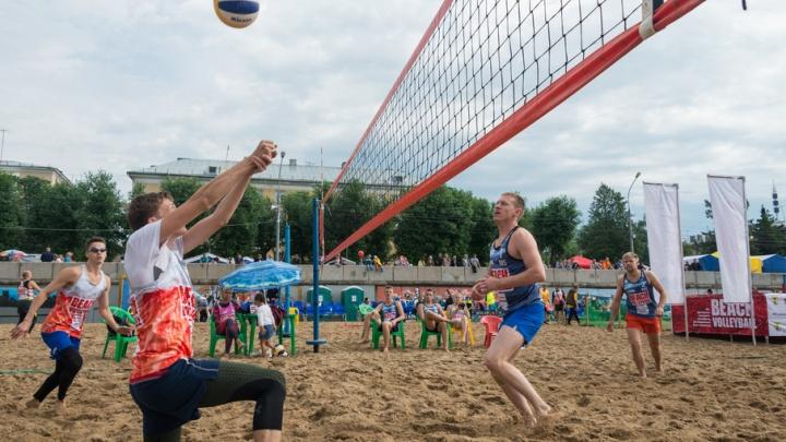 Всероссийская схватка: восьмой фестиваль пляжного волейбола в Архангельске собрал более 200 участников
