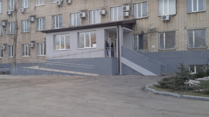 Ростовского электромеханика признали виновным в падении женщины с ребенком в шахту лифта