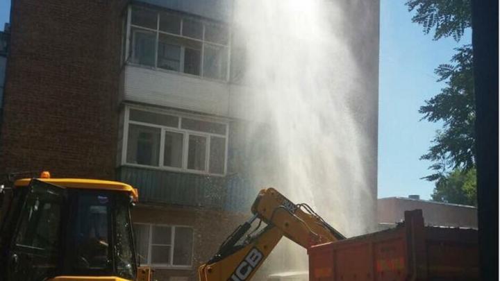 В Ростове коммунальный фонтан залил третий этаж жилого дома