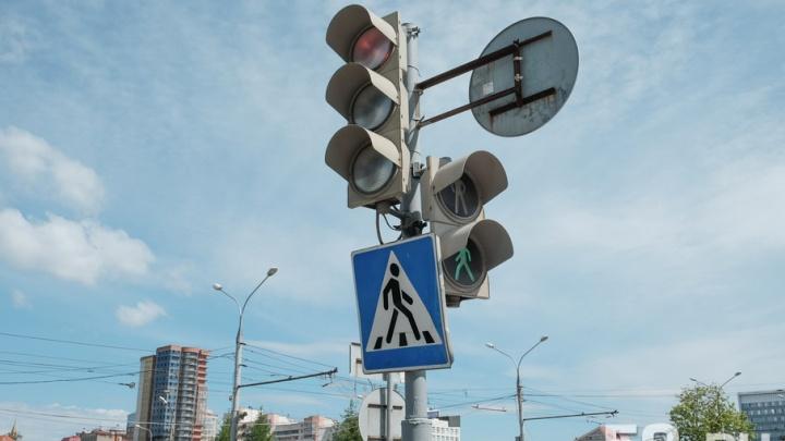В понедельник в Перми отключат два светофора
