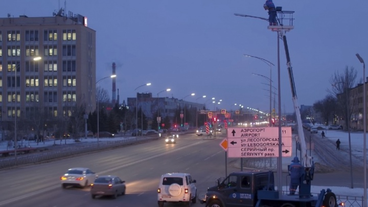 Волгоградцам показали новые фонари над шоссе Авиаторов