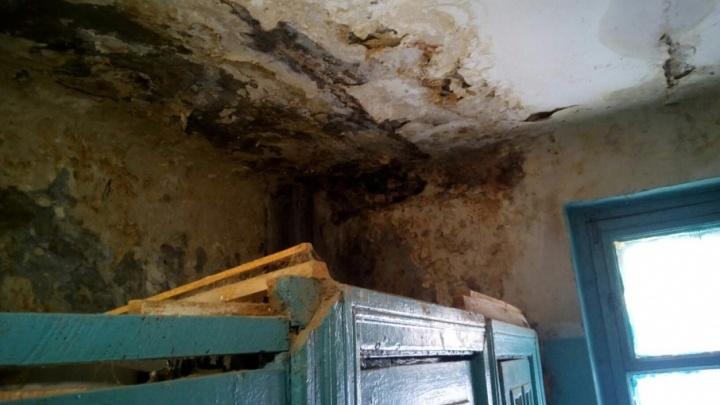 В доме Кировского района Волгограда грозят рухнуть стены