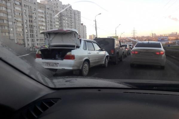 На дороге растет большая пробка