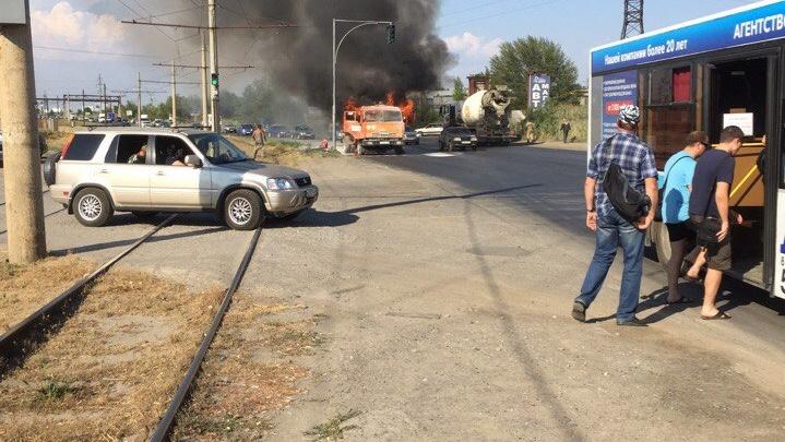 В Волжском  на ходу сгорел мусоровоз