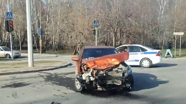 На Дружбы водитель иномарки пострадал в ДТП, которое сам и устроил