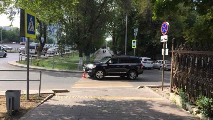 На Ново-Садовой водитель «Ленд-Крузера» сбил велосипедиста с двухлетним ребенком