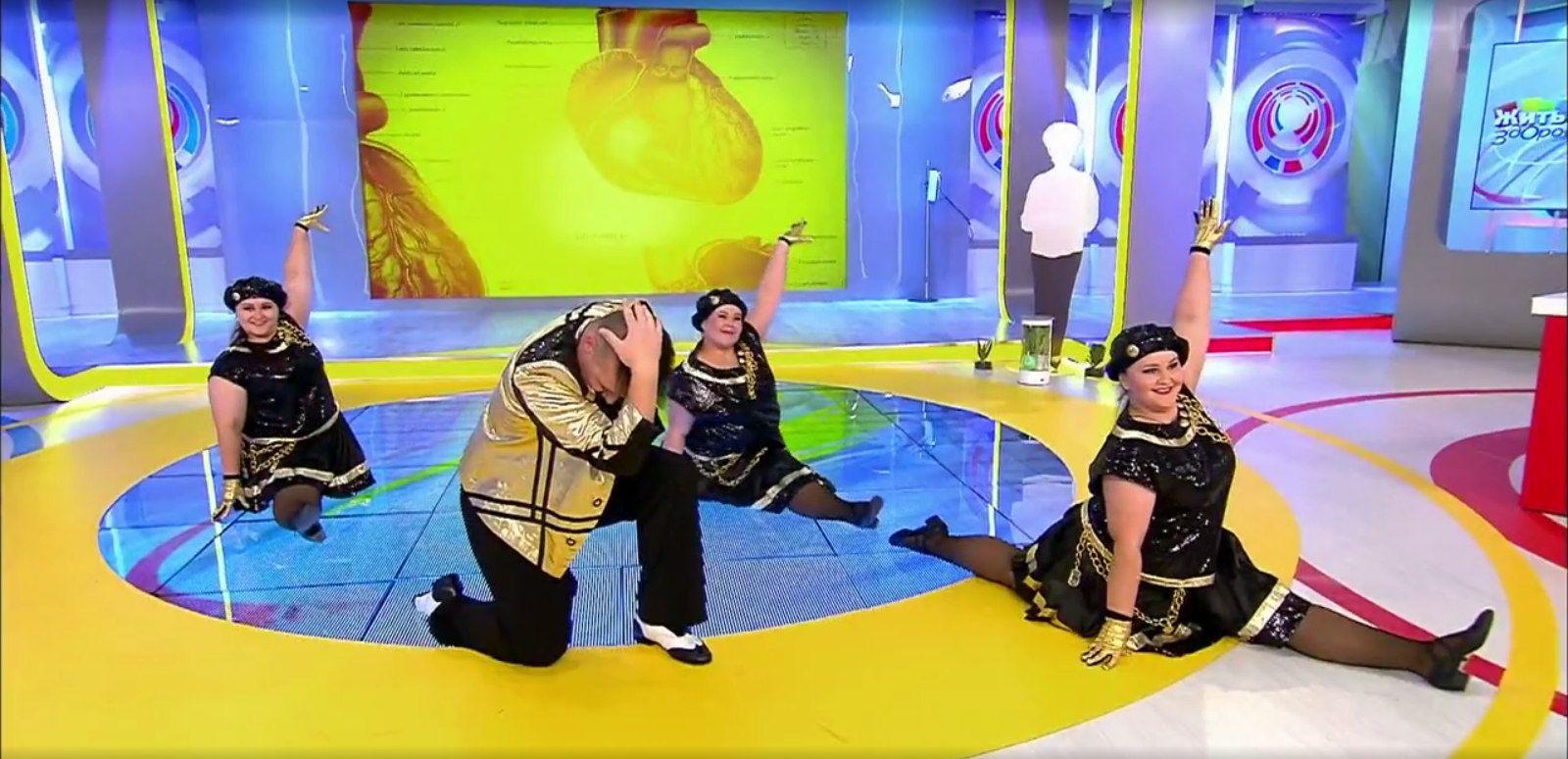 В завершение блока артисты «Балета толстых» показали танцевальный номер