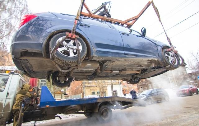 Самарские автомобилисты чаще всего нарушают правила парковки возле ТЦ и жилых домов