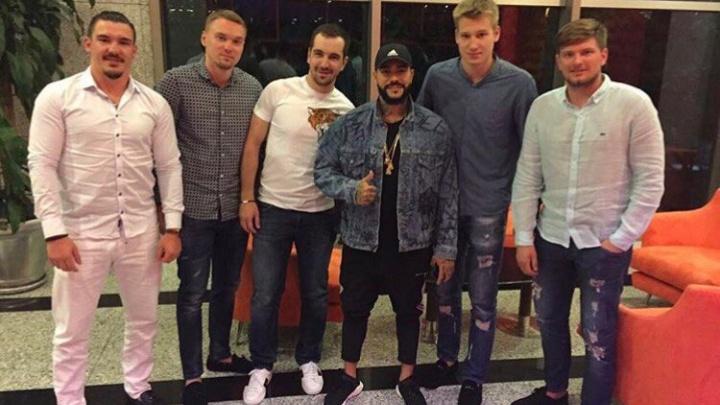 Хоккеисты «Локомотива» встретились на отдыхе с Тимати