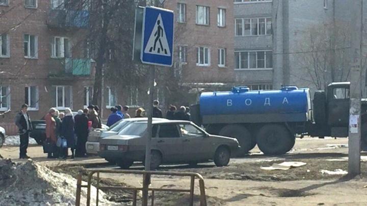 Перехлорировали: жители Ростова снова остались без чистой воды