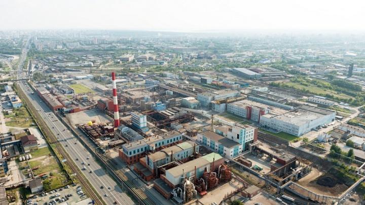 Челябинцев встревожил шумный столб пара над цинковым заводом