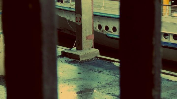 «Весенние краски в речпорту»: уличный фотограф нашел в Волгограде место для вдохновения