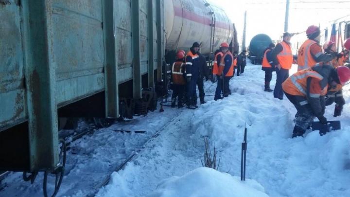 В Сызрани сошедший с рельсов вагон придавил двух мужчин к бетонной стене