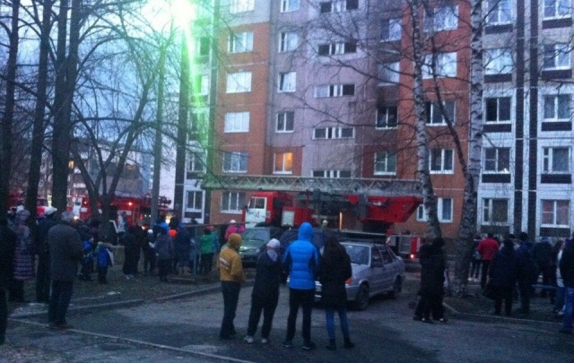 Крупный пожар в Ярославле: за Волгой горит многоквартирный дом