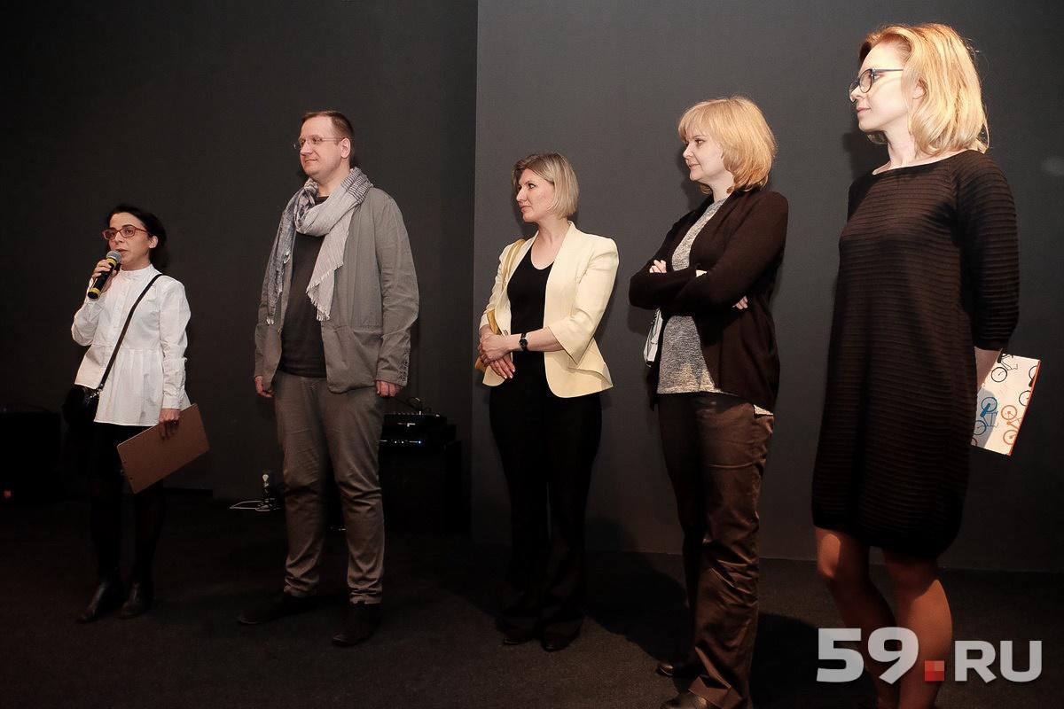 На открытие выставки пришли представители заводов, которые участвовали в проекте