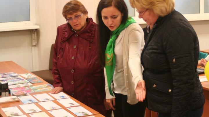 Челябинцам раздадут открытки для поздравления любимых учителей