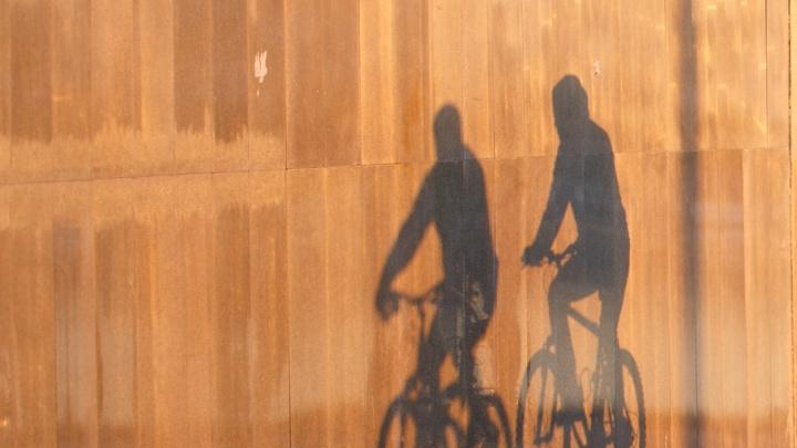 В Тюмени ищут парня на черном велосипеде, который сбил ребенка и скрылся