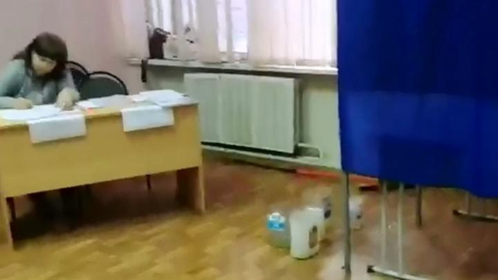 В Волгограде из-за неотремонтированной крыши залило избирательный участок