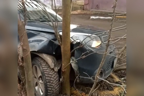 У ярославца угнали машину и разбили на соседней улице