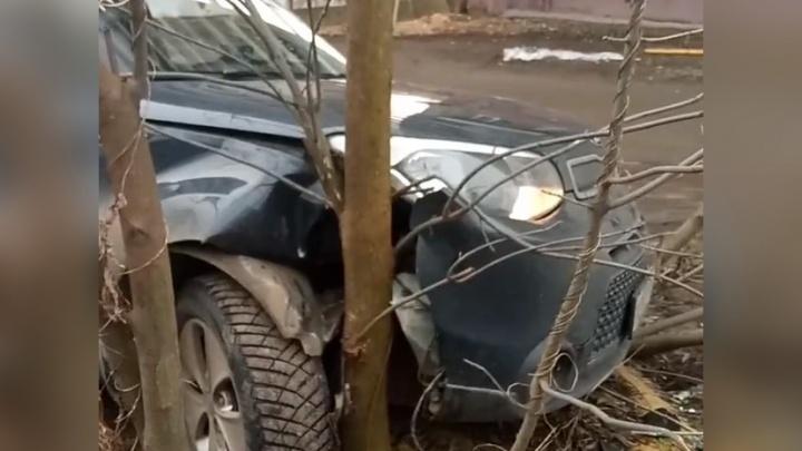 У ярославца угнали машину, пока он парился в бане