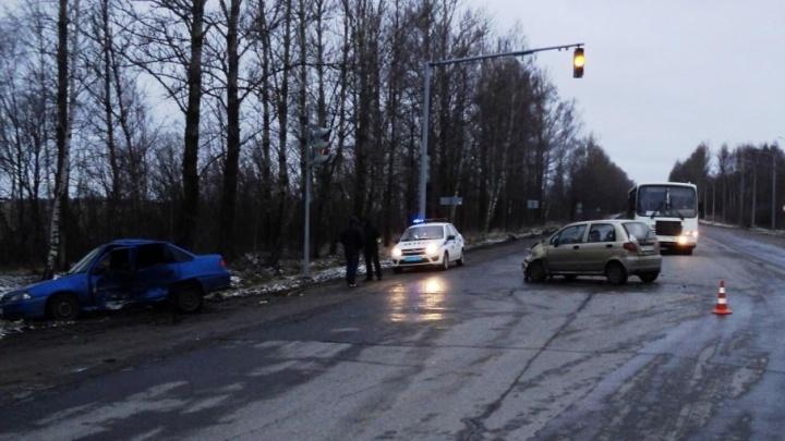 В утреннем ДТП в Ярославле пострадали три человека