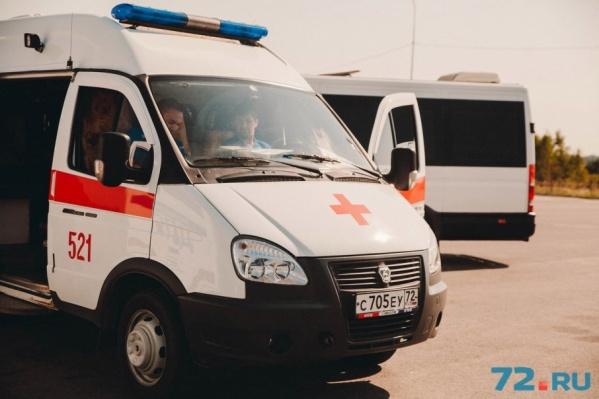 Водителю машины, врезавшейся в мотоцикл, понадобилась помощь врачей