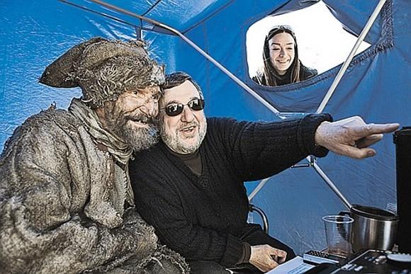 Петр Мамонов и Павел Лунгин на съемочной площадке