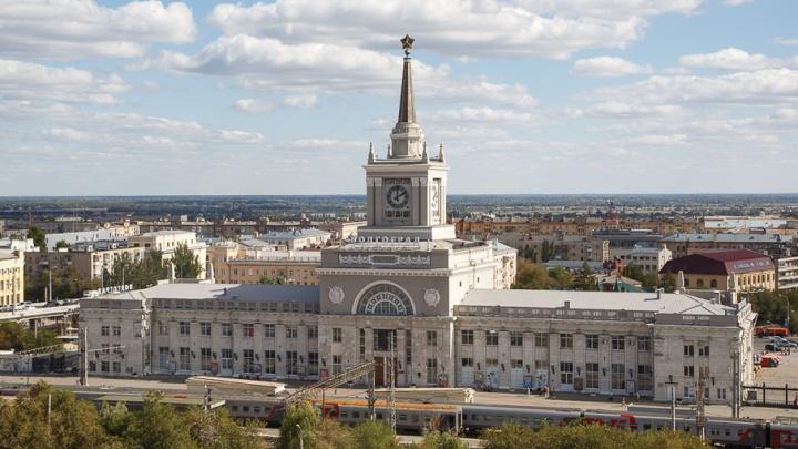 Перед зданием вокзала «Волгоград-1» начали установку досмотровых павильонов