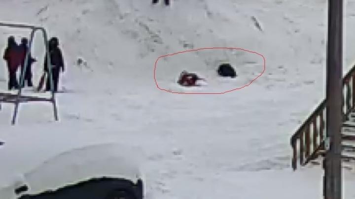 В Ярославле девочка почти час пролежала на морозе со сломанной ногой
