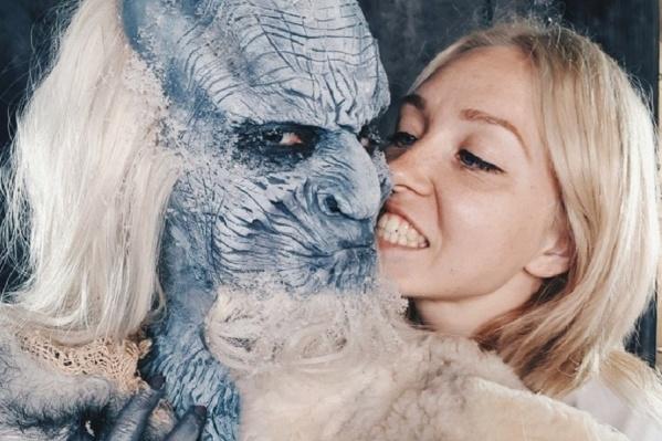 Несколько часов кропотливого труда и Полина Клюева превратила прекрасную девушку в киношного монстра