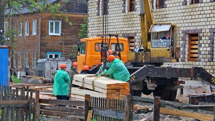 Новые дома для расселения «авариек» в Верхней Тойме и Северодвинске сдадут в августе