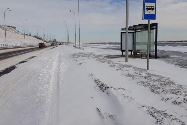 Водители уверены, что на рокадной магистрали еще не ступала нога коммунальщиков
