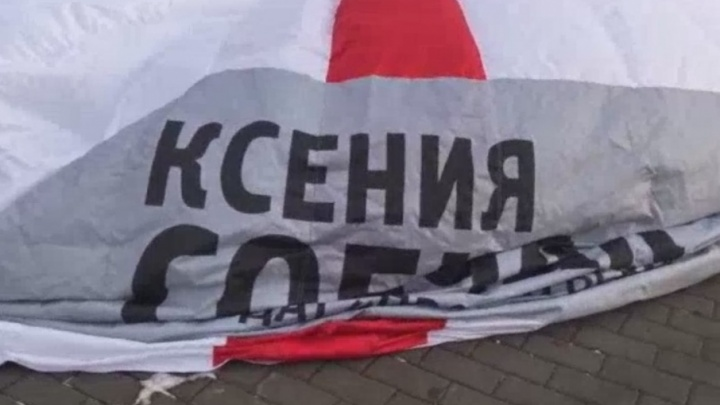 Первый блин комом: полицейские «сдули» палатку активистов штаба Ксении Собчак, которые проводили в Тюмени пикет
