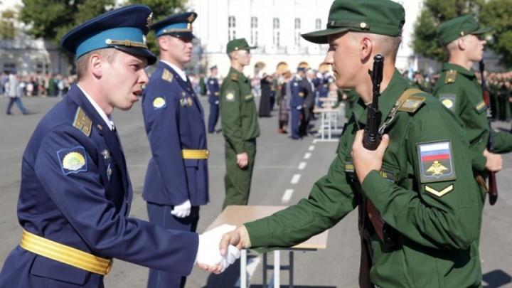 В центре Ярославля курсанты училища ПВО поклялись защищать Родину