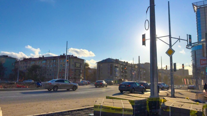 Мигают желтым: на Луначарского и Московском шоссе начали работать 34 светофора