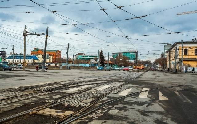 На площади Павших революционеров в Челябинске высадят деревья и кустарники