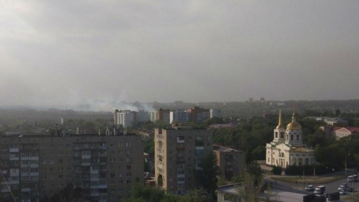 В  двух районах Ростова загорелась трава