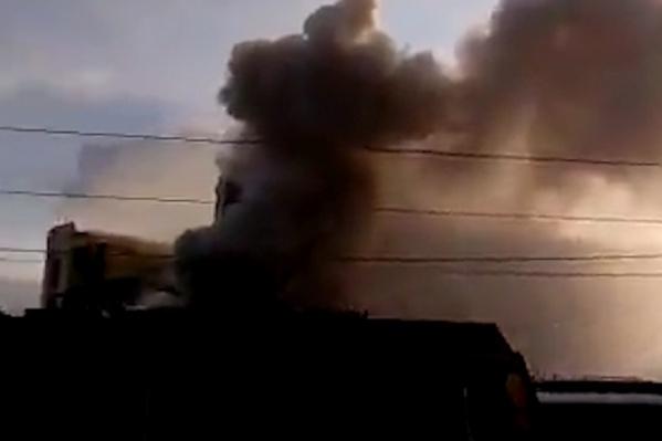 Самарцы заметили столб дыма далеко от элеватора