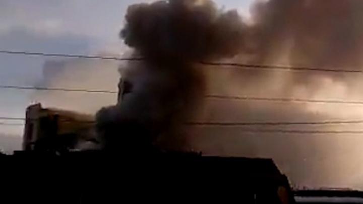 В Самаре пожарные борются с огнем на элеваторе