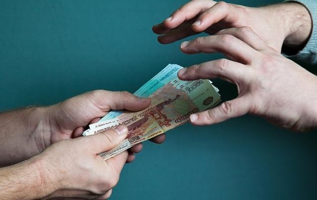 Фельдшер скорой помощи из Архангельска выкрал деньги у пациентки