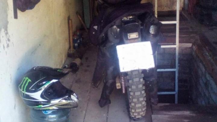 В Самарской области водитель мотоцикла Lifan перевернулся на проселочной дороге