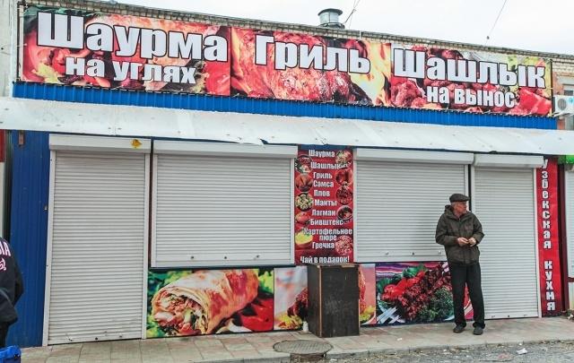Фунфырики, сомнительная шаурма и продавец из вуза: возле Теплотеха снова «зачистили» рынок