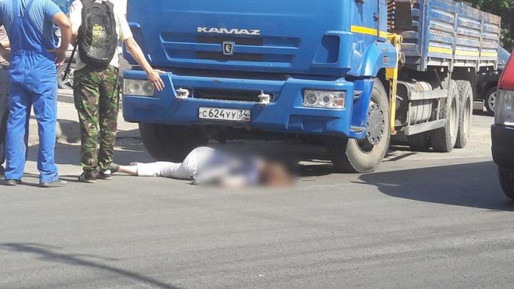 КАМАЗ насмерть сбил женщину в Волгограде