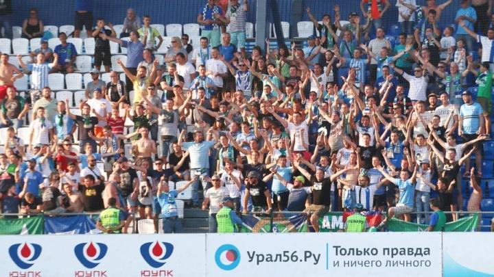 Фанатов «Крыльев», устроивших драку на матче в Оренбурге, заключили под стражу до ноября