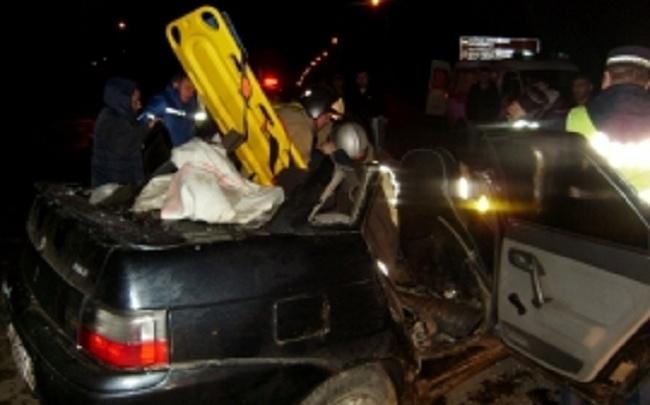 На крупном перекрестке в Тутаеве разбились три автомобиля: пострадали люди