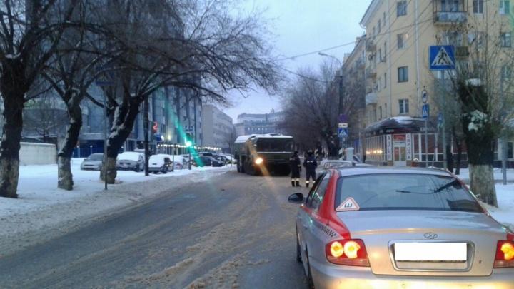 Центр Волгограда застрял в километровых пробках