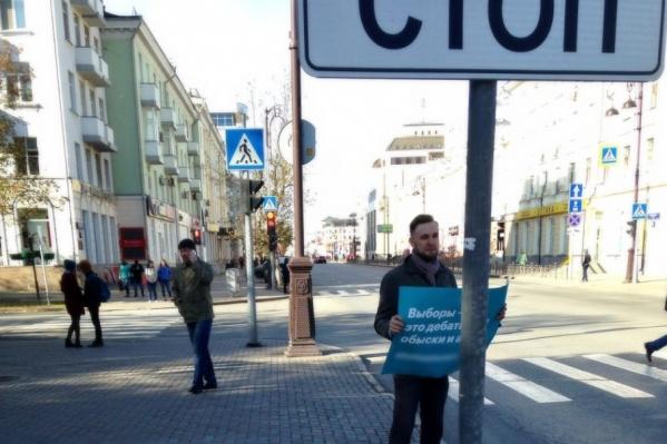 Сам Навальный и глава его штаба отбывают сейчас 20 суток ареста по обвинению в организации несогласованных акций